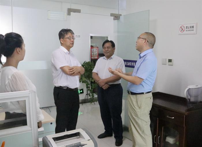 省地方金融监督管理局副局长张荣辉到财信担保公司调研指导工作
