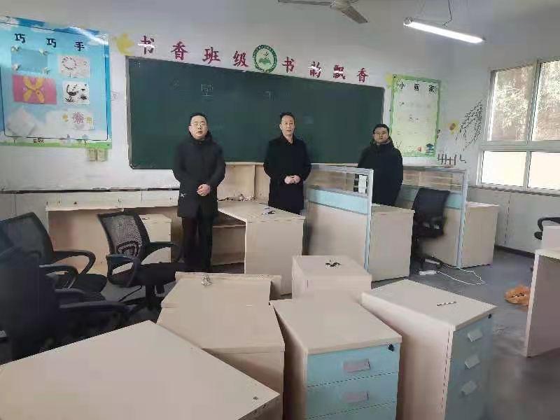 市发投集团为长岭九年制学校捐赠82套办公桌椅